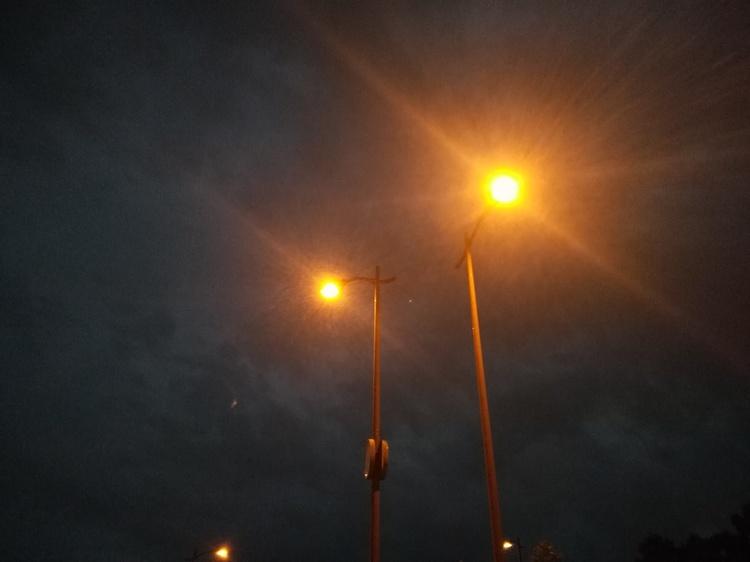 街灯の光の色