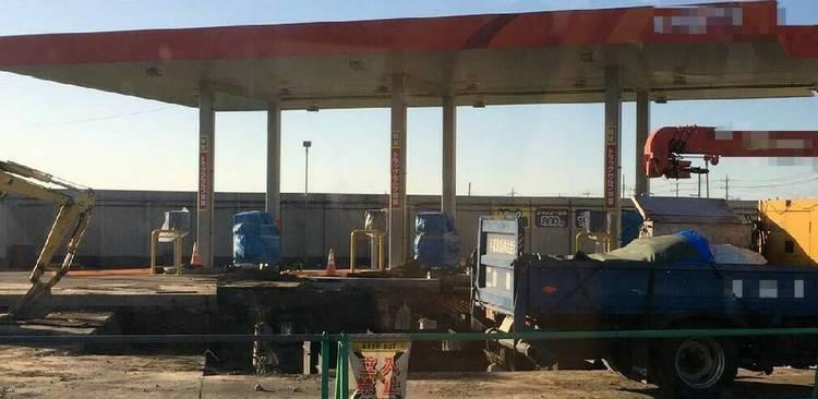ガソリンスタンド工事中